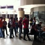 Jóvenes colmaron Plaza Tempo en busca de empleo. CRH