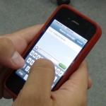 Los costarricenses Jeffry Bermúdez y Roberto Saad diseñaron una aplicación para interactuar enviando y recibiendo mensajes de texto. Imagen con fines ilustrativos / Archivo CRH