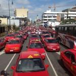 Taxistas pretenden equiparar tarifas; medida aumentaría precio del servicio en el 85% de la flotilla