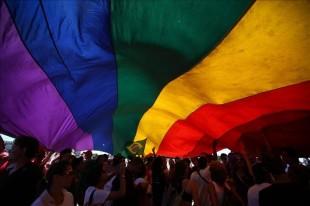 60 % de homosexuales ticos llevan doble vida por temor a perder el trabajo, revela estudio