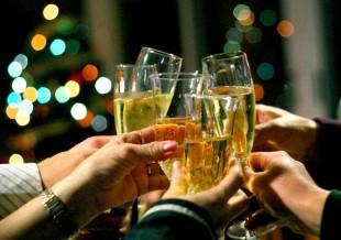Compartir con los seres queridos es el principal objetivos de las opciones para celebrar el fin y principio de año.