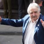 Elvideo de José Mujica dando limosna a mendigo revoluciona las redes ¡Véalo!