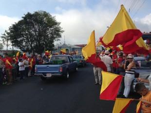 Seguidores del PAC se agrupan en parque se Coronado para iniciar último recorrido de Luis Guillermo Solís