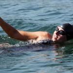 La nadadora australiana McCardel bate el récord de natación de larga distancia sin ayuda
