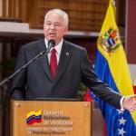 """El canciller de Venezuela parte a la reunión de la OPEP para """"defender"""" el petróleo"""