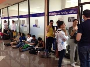 Contribuyentes hacen fila hasta tres horas para cumplir con la declaración informativa de Hacienda