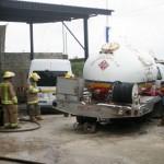 Se vuelca cisterna con 7000 litros de gas en Sarapiquí, autoridades fijaron perímetro de seguridad