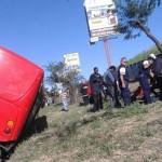 Vuelco de autobús en la General Cañas envió a nueve personas al hospital