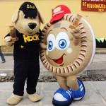 Rock, la mascota del OIJ, recibió el galardón de mejor personaje de peluche