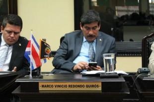 """Encontronazo entre diputados: """"Marco Redondo, usted se aprovechó del nombre de don Ottón Solís"""""""