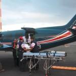Trasladan a niño y adulto en vuelos ambulancia desde Palmar Sur y Quepos hasta la capital