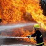 Pérdidas totales en cinco viviendas tras incendio en Curridabat, cortocircuito podría ser la causa