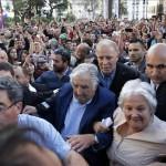 Mujica, aclamado y aplaudido por su pueblo en su despedida como presidente