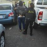 Detienen a pareja sospechosa de asaltar y disparar a peatón en Purral