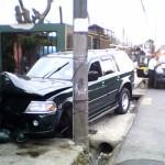 Reportan choque de vehículo contra vivienda