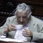 Mujica asume su puesto en el parlamento dos días después de dejar la Presidencia