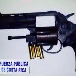 Policía decomisó un arma 9 mm a dos hermanos de 13 y 14 años en Limón