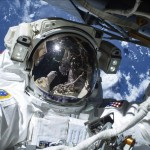 Dos astronautas de la NASA abandonan la EEI para una nueva caminata espacial