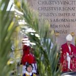 """El papa Francisco bendice las palmas en el Domingo de Ramos y pide """"humildad"""""""