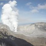 Vulcanólogos refuerzan vigilancia en el Turrialba, instalaron dos estaciones sísmicas más