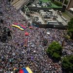 Miles de venezolanos marchan en Caracas en defensa de opositores encarcelados