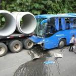 Cruz Roja valoró 43 personas tras choque entre bus de estudiantes y camión en Limón
