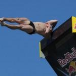 Clavadista sufrió tremendo golpe y aparatosa caída en competencia internacional