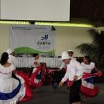 Universidad Earth reúne la cultura de más de 40 países en la Feria Multicultural