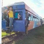 Confort y el tren… ¡no van de la mano! Pasajeros viajan estrujados en vagones de Incofer
