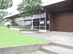 Biblioteca de San Ramón utiliza la energía del sol para iluminar sus estanterías