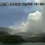 Evacuados vecinos de pequeña isla japonesa tras erupción de un volcán