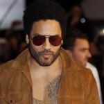 Pantalón dejó a Lenny Kravitz con el pene al descubierto en Suecia