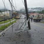Reportan la caída de tres postes frente a una escuela en Turrialba