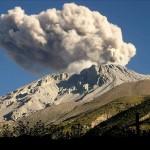 Explosión en volcán peruano Ubinas expande cenizas en radio de 15 kilómetros