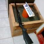 Policía detiene a menor armado y a dos prófugos en Limón