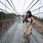 Puente de vidrio en China se agrietó y causó pánico